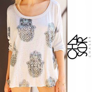 NWT Chaser Hamsa Slouch Tee Antique White Green XS